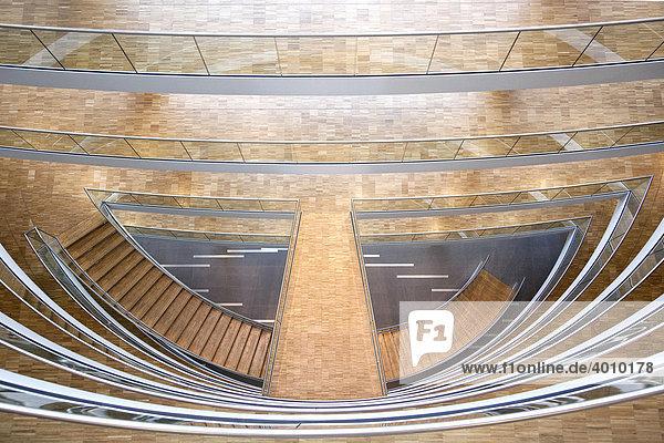Treppenaufgang im Aviation Center der Deutschen Lufthansa AG in Frankfurt am Main  Hessen  Deutschland  Europa