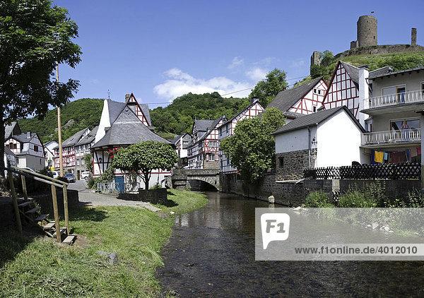 Fachwerkhäuser im Ortskern von Monreal  Kreis Mayen-Koblenz  Rheinland-Pfalz  Deutschland  Europa