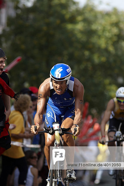 Triathlon  Chris Mc Cormack  Australien  auf der Radstrecke im Streckenabschnitt The Hell in Hochstadt  Ironman Germany  Frankfurt  Hessen  Deutschland  Europa