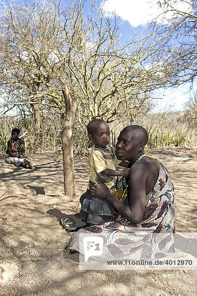 A woman from the tribe of the Hadzabe with her child  Lake Eyasi  Tanzania  Africa