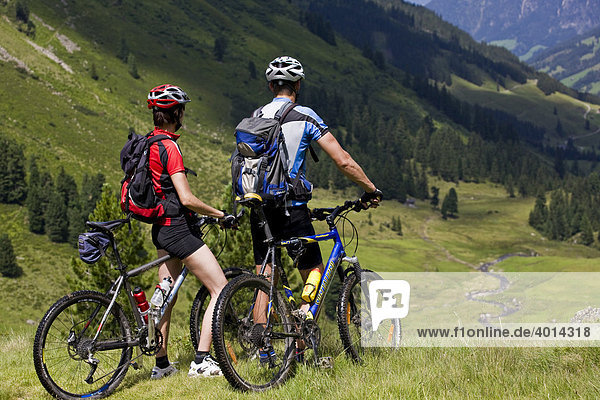 Mountain bikers  Alpbachtal  North Tyrol  Austria  Europe