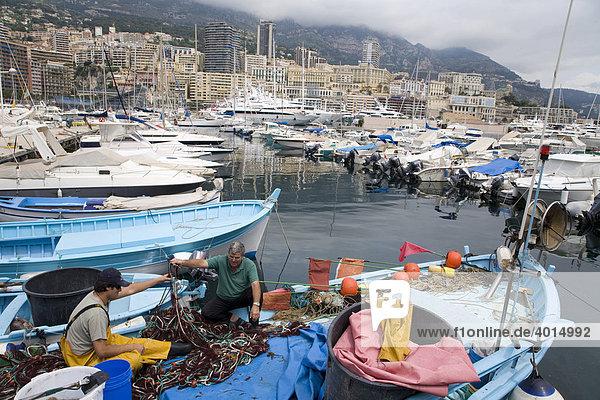Fischer im Jachthafen  Boote  Hafen  Monaco  Cote d'Azur  Frankreich