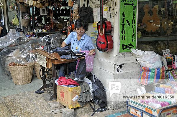 Schneiderin  Straßenhandwerkerin  Bangkok  Thailand  Asien