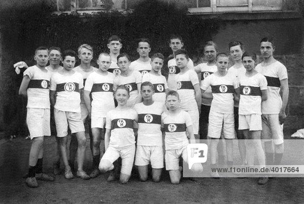 Junge Sportler im Trikot  historische Aufnahme  ca. 1931