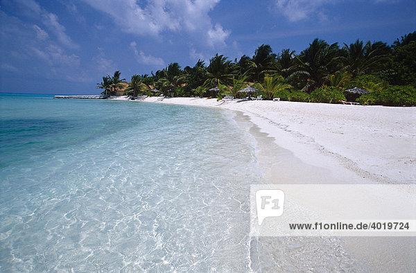 Weißer Strand und türkises Meer  Summer Island Village  Nord-Male-Atoll  Malediven  Indischer Ozean