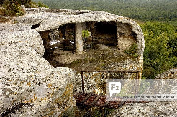 Brücke zur Höhle  aus dem Fels geschnitten  Eski-Kermen  Krim  Ukraine  Osteuropa