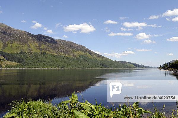 Loch Lochy  See neben Loch Ness  Schottland  Vereinigtes Königreich  Europa