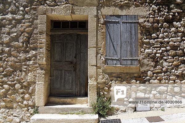 Detail einer alten Hausfassade  Provence  Frankreich  Europa