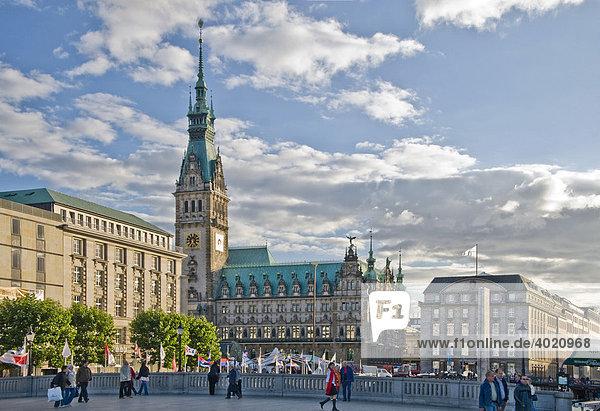 Rathaus und Hauptplatz von Hamburg  Deutschland  Europa