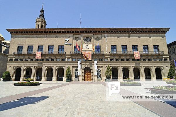 Rathaus  Plaza del Pilar  Platz  Zaragoza  Saragossa  Aragon  Kastilien  Spanien  Europa