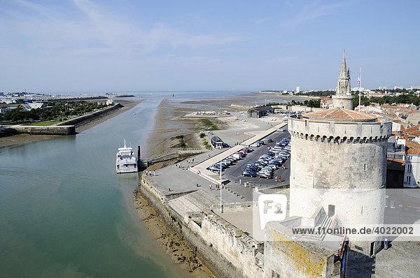 View towards the sea at low tide  Tour de la Chaine  Tour de la Lanterne  towers  harbour  La Rochelle  Poitou Charentes  France  Europe