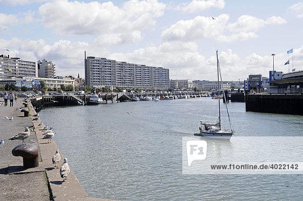 Möwen,  Uferpromenade,  Segelschiff,  Hafen,  Boulogne sur Mer,  Nord Pas de Calais,  Frankreich,  Europa