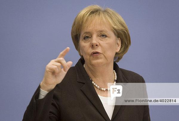 Dr. Angela Merkel  Bundeskanzlerin und Bundesparteivorsitzende der CDU  während einer Bundespressekonferenz  Berlin  Deutschland  Europa