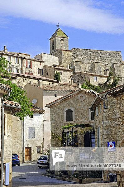 Kirche und Häuser  Aurel  Vaucluse  Provence-Alpes-Cote d'Azur  Südfrankreich  Frankreich  Europa