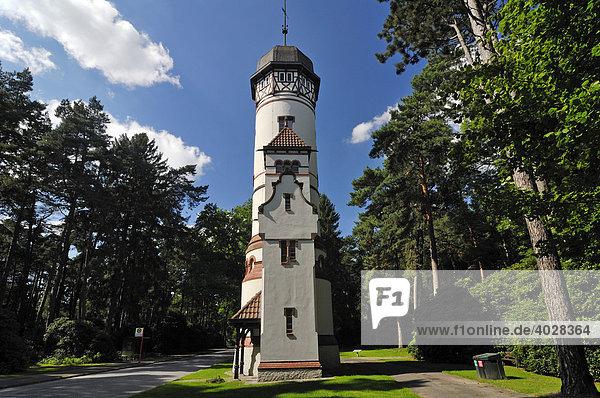 Der historische Wasserturm an der Cordesallee auf dem Ohlsdorfer Friedhof in Hamburg  Deutschland  Europa