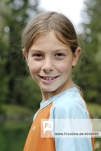 Porträt Eines Jungen Mit Langen Haaren Weibliche Züge