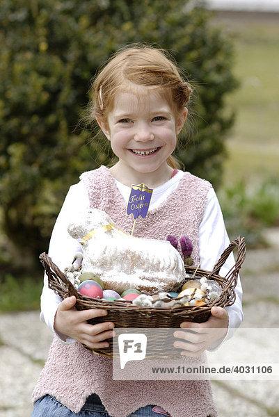 Mädchen,  Kind mit Osterkörbchen,  Osterkorb