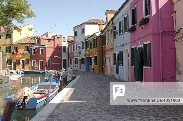 Häuserfront mit Canal  Burano  Venedig  Venetien  Italien  Europa
