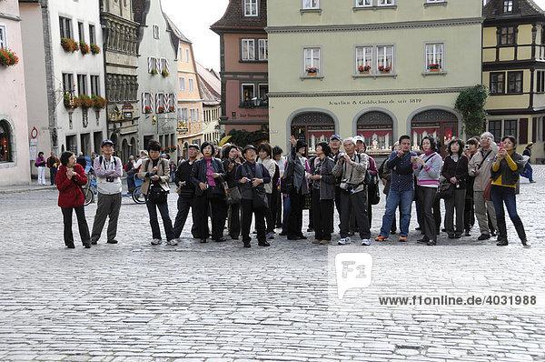 Japanische Reisegruppe  Europa in 3 Tagen  Rothenburg ob der Tauber  Bayern  Deutschland  Europa