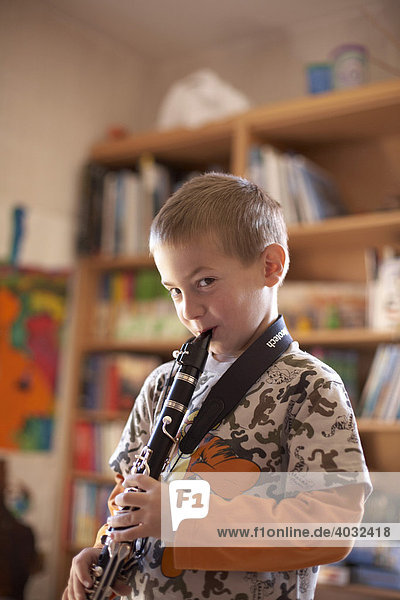 Music pupil with clarinet