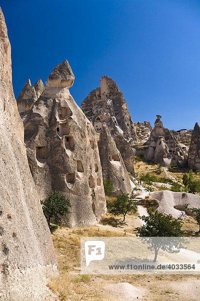 Felsenwohnungen von Uchisar,  Kappadokien,  Zentralanatolien,  Türkei,  Asien