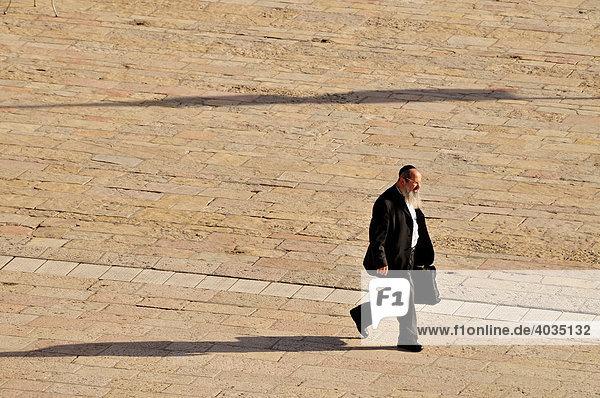 Orthodoxer Jude auf dem Platz vor der Klagemauer  Jerusalem  Israel  Naher Osten  Orient