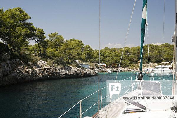 Segelboot  Detail  Segeltörn  Bucht  Mallorca  Balearen  Spanien  Europa