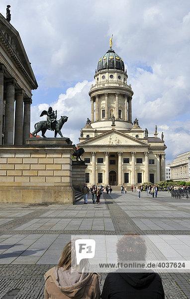 Gendarmenmarkt  hinten Französischer Dom  Berlin  Deutschland  Europa
