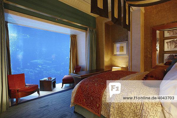 dubai mit blick in das 11 millionen liter aquarium ambassador lagoon im atlantis hotel the palm. Black Bedroom Furniture Sets. Home Design Ideas