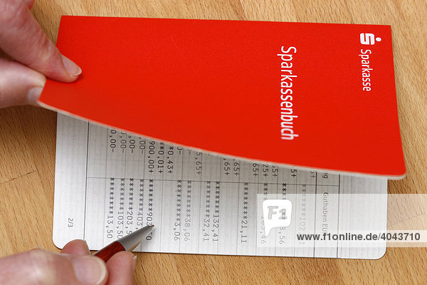 Sparbuch Sparkasse Zinsen Berechnen : sparbuch von einer sparkasse lizenzpflichtiges bild bildagentur f1online 4043710 ~ Themetempest.com Abrechnung