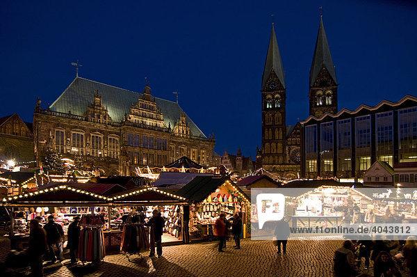 Weihnachtsmarkt in Bremen am Abend  Deutschland