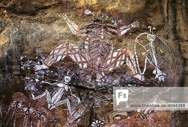 Gruppe von Geistern  Felsmalerei der Aborigines am Nourlangie Rock  Kakadu-Nationalpark  Northern Territory  Australien