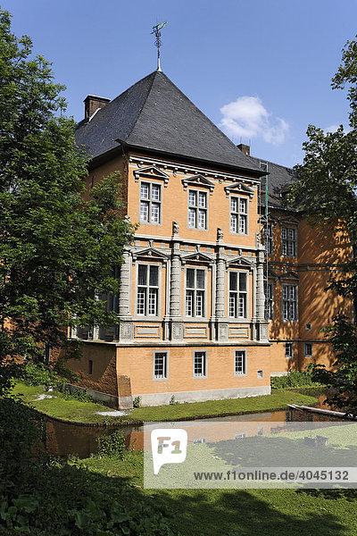 Niederrheinisches Wasserschloss Rheydt  Herrenhaus  Renaissance-Fassade  Mönchengladbach  Niederrhein  Nordrhein-Westfalen  Deutschland  Europa