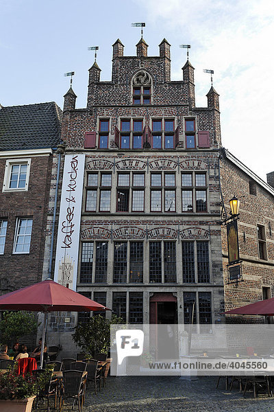 Gothic house  Xanten Marktplatz square  Lower Rhine region  North Rhine-Westphalia  Germany  Europe