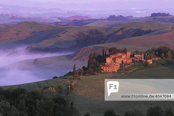 Bauernhaus bei Asciano  Toskana  Italien  Europa