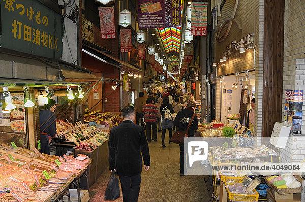 Fisch und Meeresfrüchten auf dem Nishiki Food Market  Kyoto  Japan  Asien
