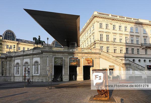 Kunsthaus Albertina und Skulpur von Alfred Hrdlicka  Albertinaplatz  Wien  Österreich  Europa