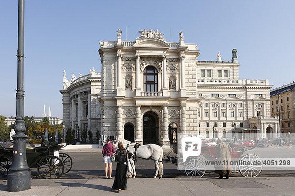 Fiaker vor Burgtheater  Wien  Österreich  Europa