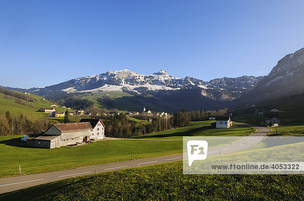 Blick auf das Bezirksgebiet Rüte mit der Gemeinde Brülisau  dahinter der Hohe Kasten  Kanton Appenzell Innerrhoden  Schweiz  Europa