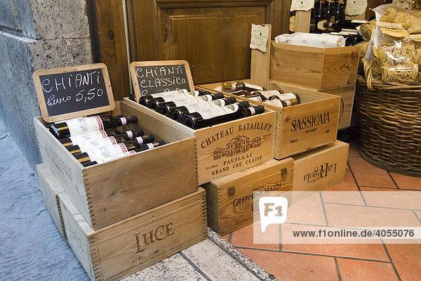 Ein Geschäft für Wein in der Altstadt von Siena  Siena  Toskana  Italien  Europa