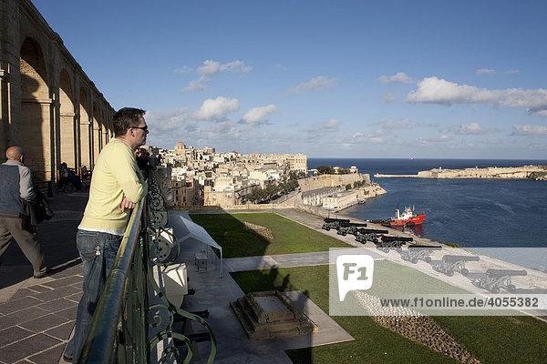 View of Grand Harbour from the Upper Barracca Garden  Valletta  Malta  Europe