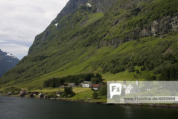 Dorf Dyrdal am Naeroyfjord  Sogn og Fjordane  Norwegen  Skandinavien  Europa
