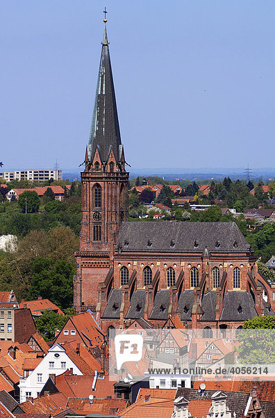 Blick vom Wasserturm auf die Nikolaikirche  Lüneburg  Niedersachsen  Deutschland  Europa