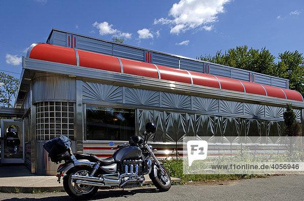 Motorrad vor einem American Diner Restaurant  Blairstown  New Jersey  USA