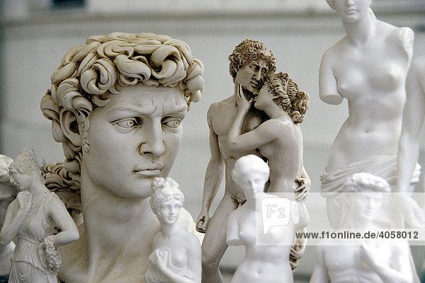 Souvenirs  Straßenhandel mit Imitationen  Rom  Italien  Europa