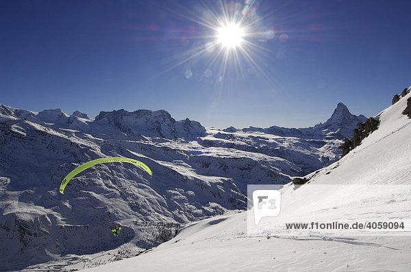 Paraglider  Fluhalp  Matterhorn  Zermatt  Wallis  Schweiz