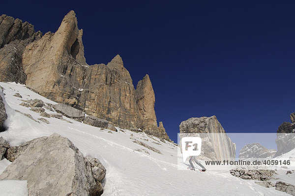 Schneeschuh-Wanderer  Drei Zinnen  Hochpustertal  Dolomiten  Südtirol  Italien  Europa