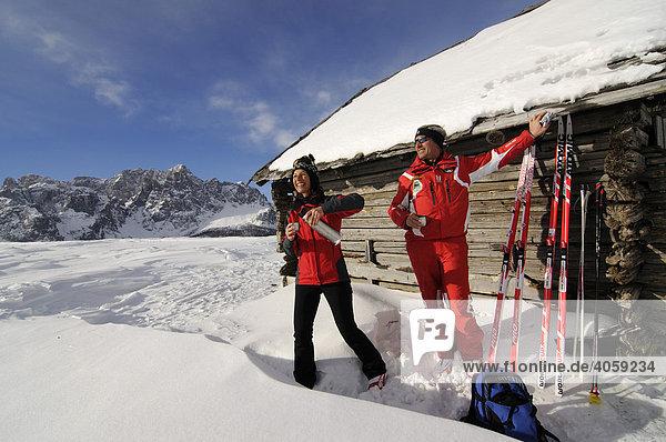 Langläufer  Nordic Ski  auf der Alpe Nemes  Hochpustertal  Südtirol  Dolomiten  Italien  Europa