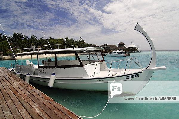 Dhoni  Boot am Anlegesteg  Baros Resort  Malediven  Indischer Ozean