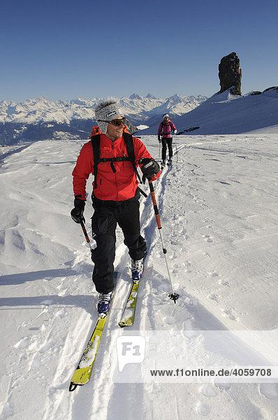 Skitour  Skibergsteiger  Tour Saint Martin  Les Diableretes  Skigebiet Glacier 3000  Gstaad  Westalpen  Berner Oberland  Schweiz  Europa